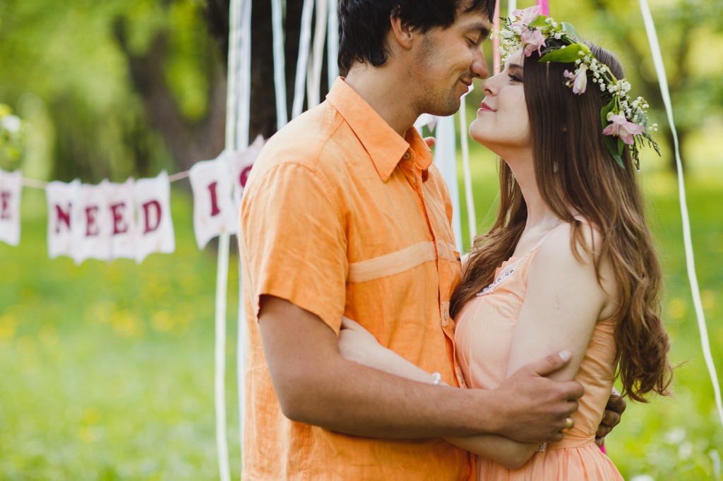 All We Need Is Love: красивая фотосессия в майском саду