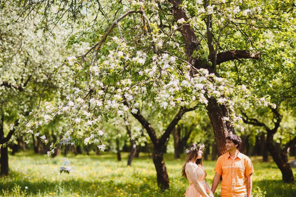 Лавстори в майском саду, весенняя фотосессия, аксессуары для фотосессии весной, all we need is love, блиц-сеты, фотопроекты