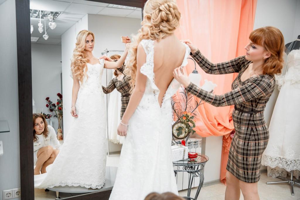 """Свадебный салон """"Артемида"""". Примерка платья"""