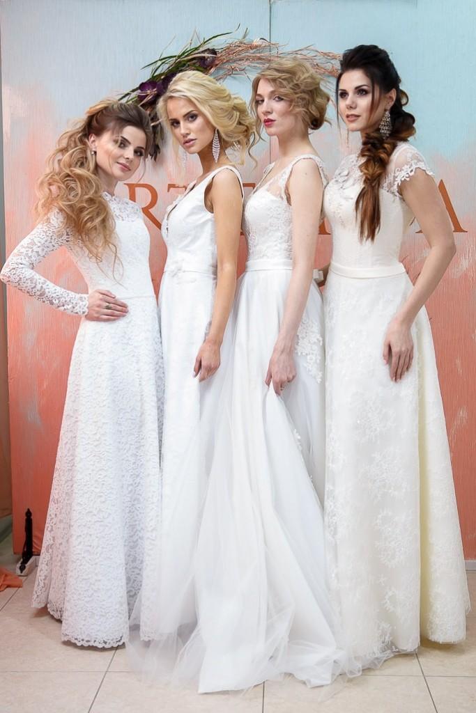 Демонстрация свадебных платьев на мероприятии для невест TeaTalk